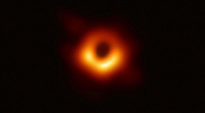 Primeira Foto do Buraco Negro – Simulação ou Realidade